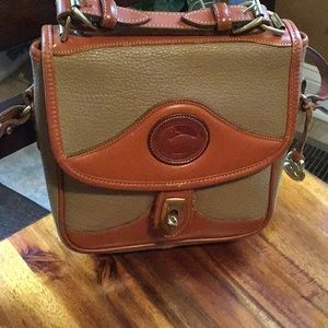 Beautiful vintage Dooney & Bourke crossbody